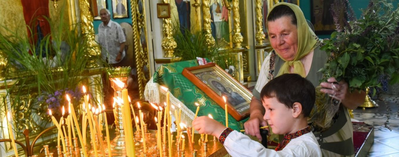 Как отмечают праздник Троицы в России