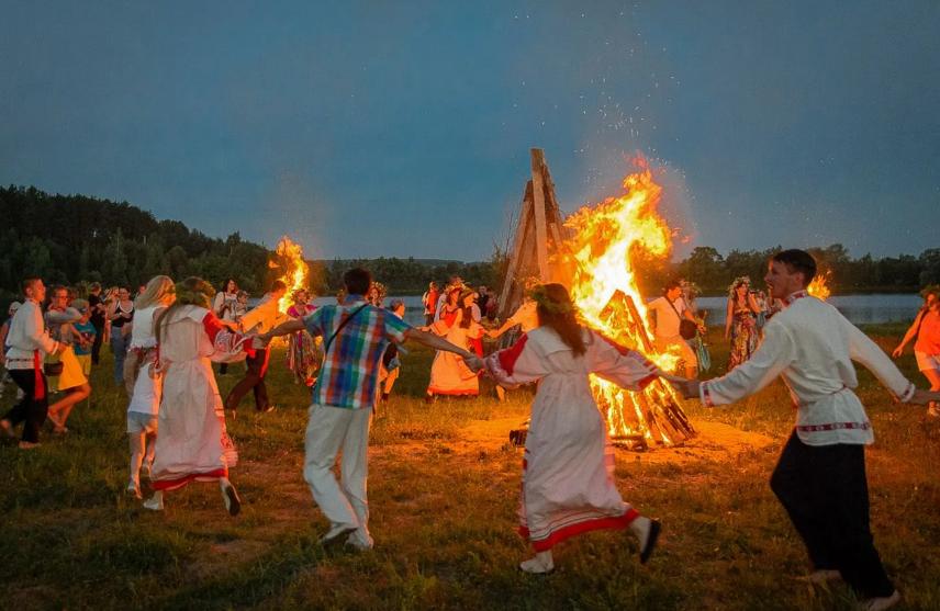 Что означает праздник Иванов день: традиции и обряды в России