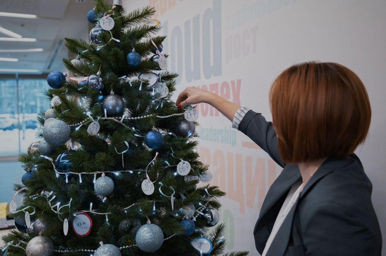 Как красиво украсить офис на Новый год 2022 своими руками