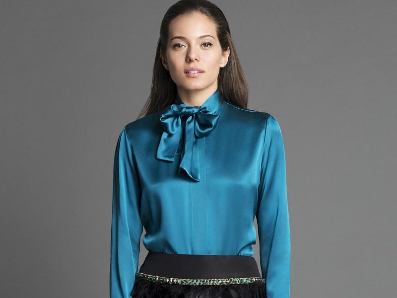 Блуза с оротником-бантом